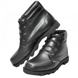 Bota en cuero, color negro, sencilla, producto nacional.