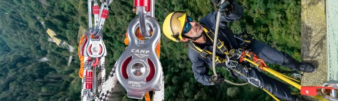 Poleas certificadas para trabajo seguro en alturas y espacios confinados Cap Safety, Petzl, en Bogotá despacho a todo el país.